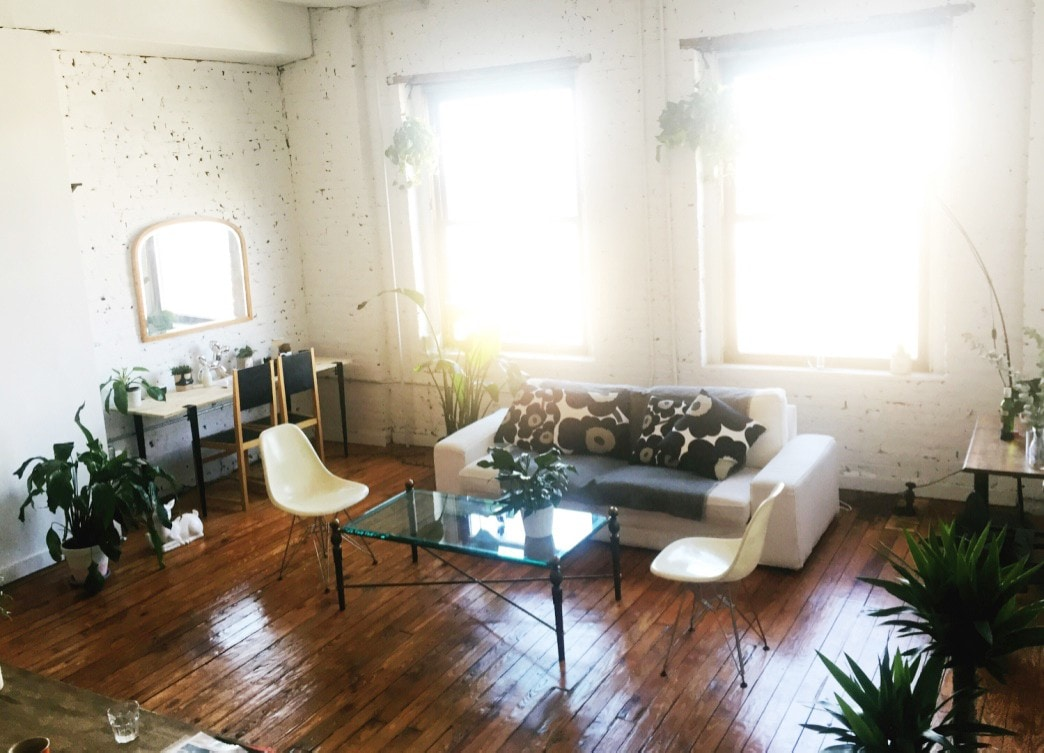 Room In Beautiful Plant Filled Greenpoint Loft