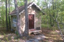 Tiny Chestnut Cottage 3 miles from Liberty University