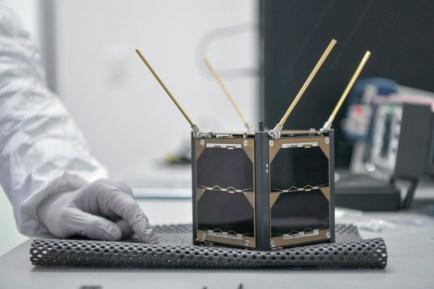 Resultado de imagen para base Nasa, Florida AztechSat-1