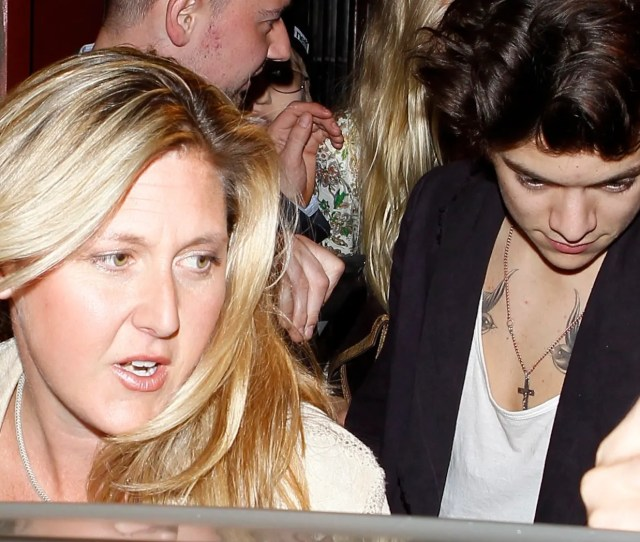 Harry Styles Dines With Rod Stewart And His Family At Dan Tanas They Were Accompanied