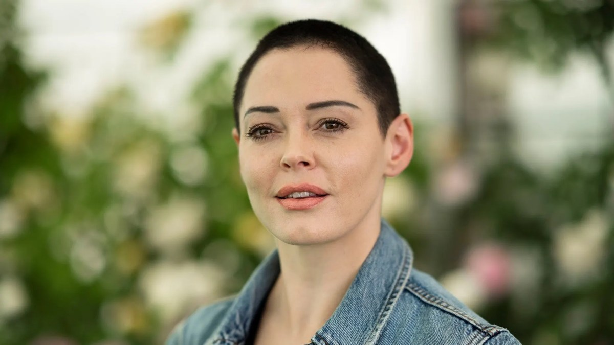 Rose McGowan clarified her controversial comments on the #MeToo movement.