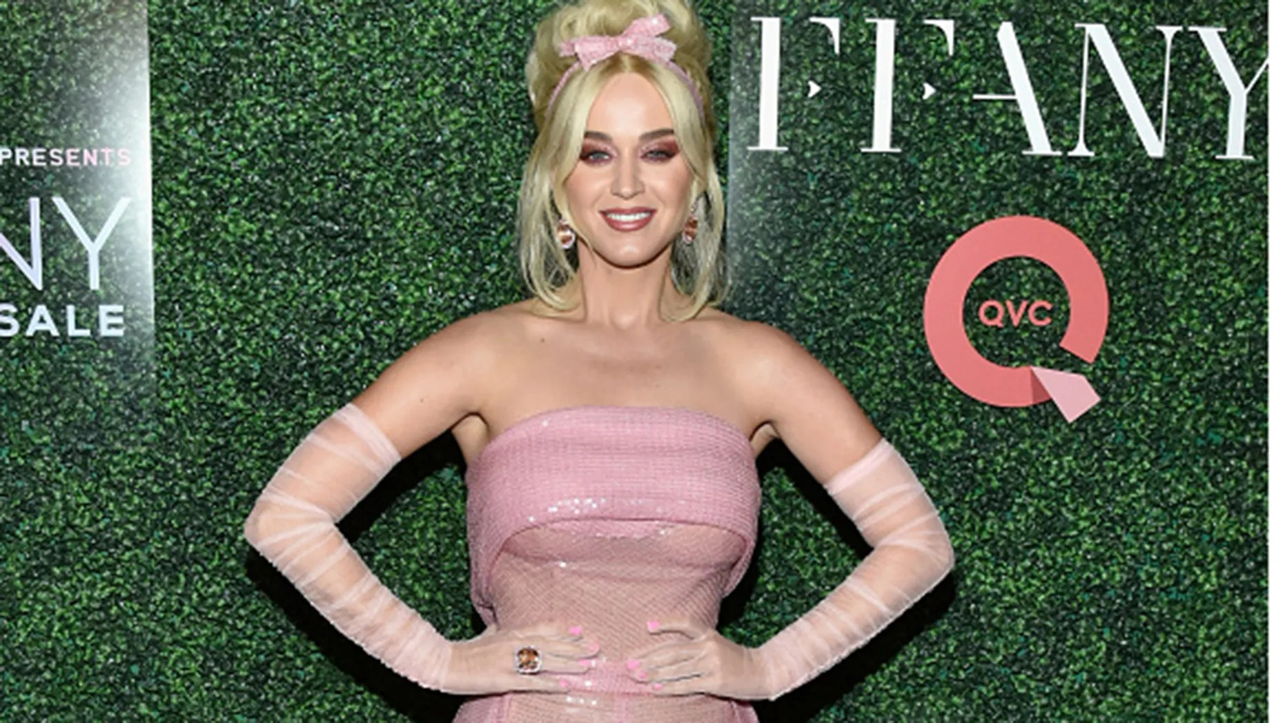 Katy Perry resembles Barbie in head-to-toe pink ensemble ...