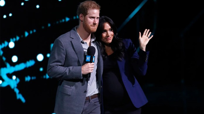 Le prince Harry, le duc de Sussex et Meghan, la duchesse de Sussex, s'expriment sur scène pendant le WE Day à la SSE Arena le 6 mars 2019 à Londres.