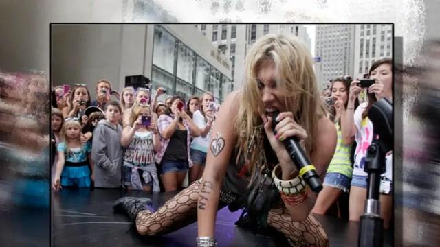 Kesha Perform 640