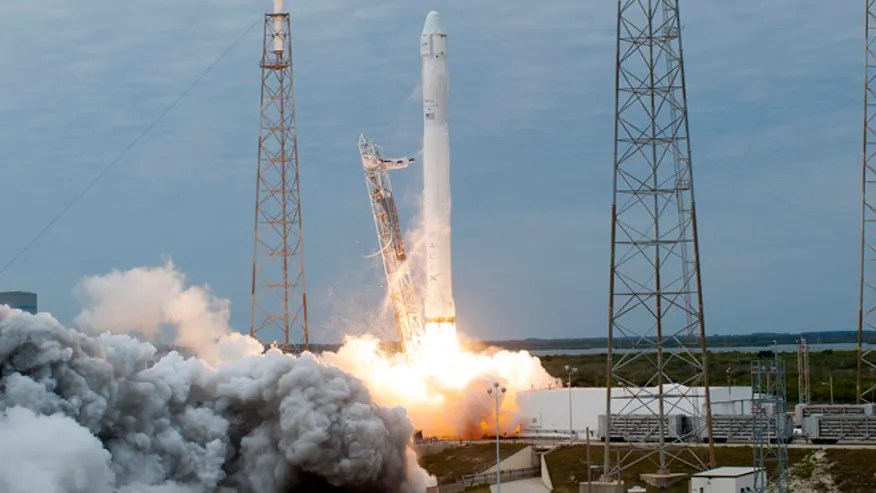 spacex-dragon-rocket.jpg