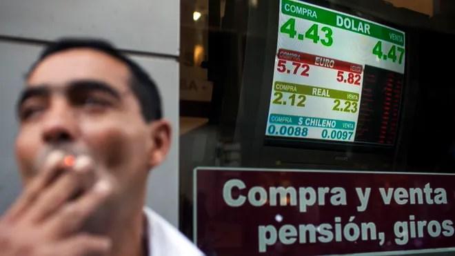 Exchanging Money in Argentina; Money Exchange Argentina;Where to Exchange money in Argentina;Arbolitos;Argentine Peso:Money exchange rates
