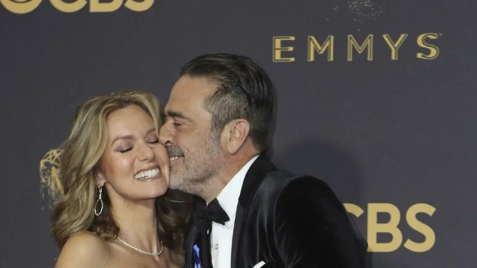 69th Primetime Emmy Awards – Arrivals – Los Angeles, California, U.S., 17/09/2017 -  Jeffrey Dean Morgan and Hilarie Burton. REUTERS/Mike Blake - HP1ED9I01LPXQ