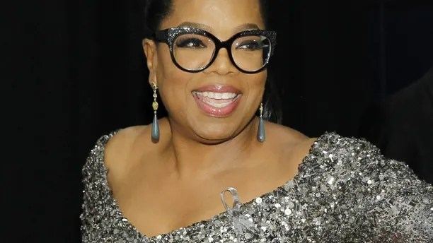 Entertainer Oprah Winfrey poses backstage during the American Theatre Wing's 70th annual Tony Awards in New York, U.S., June 12, 2016.