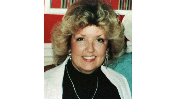 1992 FILE PHOTO - A 1992 family photo shows Juanita Broaddrick, who said last week that President Clinton sexually assaulted her more than 20 years ago when he was the Arkansas state's attorney general. Clinton's lawyer denied the  woman's charge, which  first appeared in a column on the editorial page of the Wall Street Journal February 19. - PBEAHULWKCX