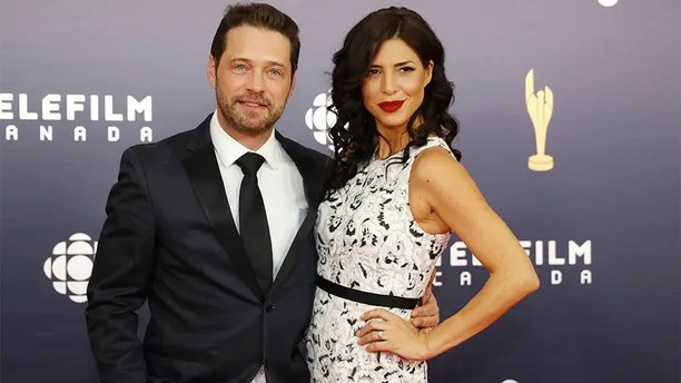Jason Priestley and Cindy Sampson arrive at the Canadian Screen Awards in Toronto, Ontario, Canada March 12, 2017. REUTERS/Mark Blinch - HT1ED3C1SMQ6G