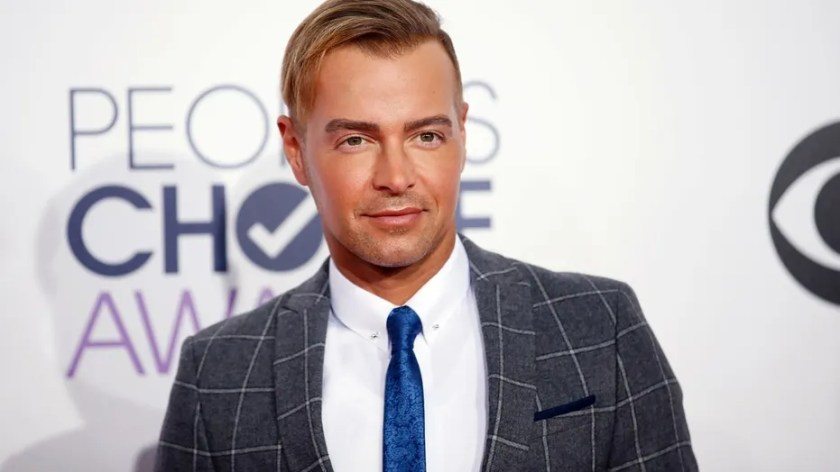 "Actor Joey Lawrence from ABC Family comedy series ""Melissa and Joey"" arrives at the 2015 People's Choice Awards in Los Angeles, California January 7, 2015."