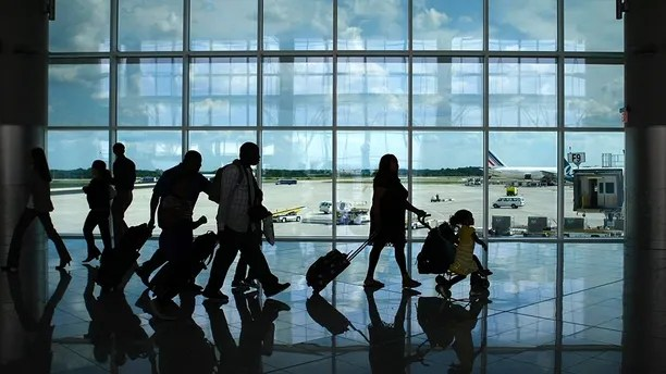 Passengers walk through the newly opened Maynard H. Jackson Jr. International Terminal at Hartsfield-Jackson Atlanta International Airport in Atlanta, Georgia May 16, 2012. The new $1.4 billion terminal, a 1.2 million square foot facility that is LEED certified officially opened its doors welcoming their first flights.   REUTERS/Tami Chappell   (UNITED STATES - Tags: BUSINESS TRANSPORT) - GM1E85H0H9P01