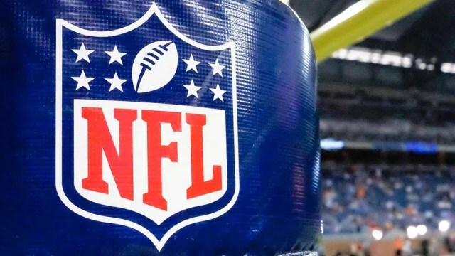 """The NFL Players Association has created a medical guide for players, a 107-page reference book written by scientific professionals with extensive material on concussion detection, treatment and the league's game-day protocol for head injuries. The union's inaugural """"health playbook"""" was distributed electronically to NFLPA members this week."""