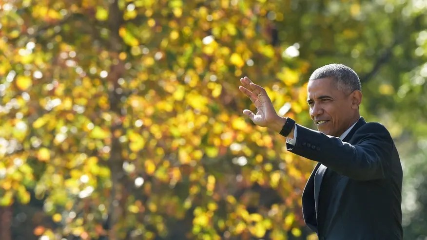 President Barack Obama waves as he walks towards Marine One.