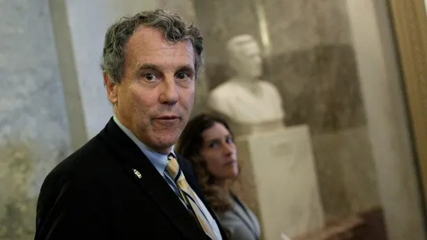Senator Sherrod Brown (D-OH) speaks to reporters after the Senate voted to remove the filibuster rule for Supreme Court nominees, on Capitol Hill in Washington, U.S., April 6, 2017. REUTERS/Joshua Roberts - RC1193B486B0