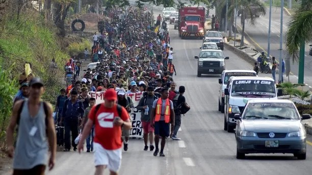Hundreds of Central Americans attend a mass before they begin a Via Crucis on Palm Sunday from the southern state of Mexico to the center and north of the country, demanding respect for their human rights, asylum and reports of violence in their countries in Tapachula, Mexico March 25, 2018. REUTERS/Jose Torres NO RESALES. NO ARCHIVES. - RC1DDBDE3160