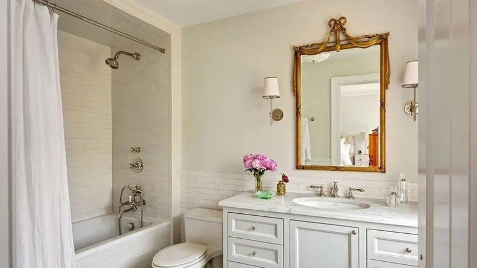 the pros and cons of 9 popular bathroom mirror options | fox news