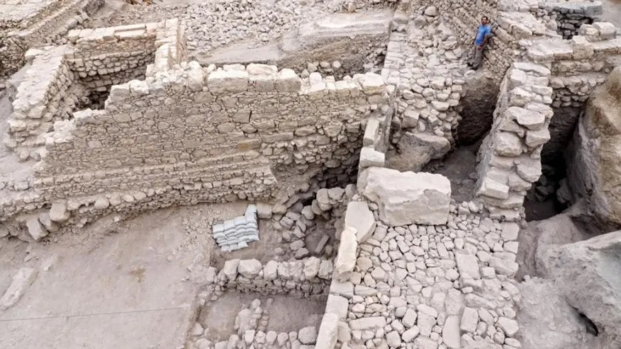 Remains of the citadel and tower (Photographic credit: Assaf Peretz, courtesy of the Israel Antiquities Authority).
