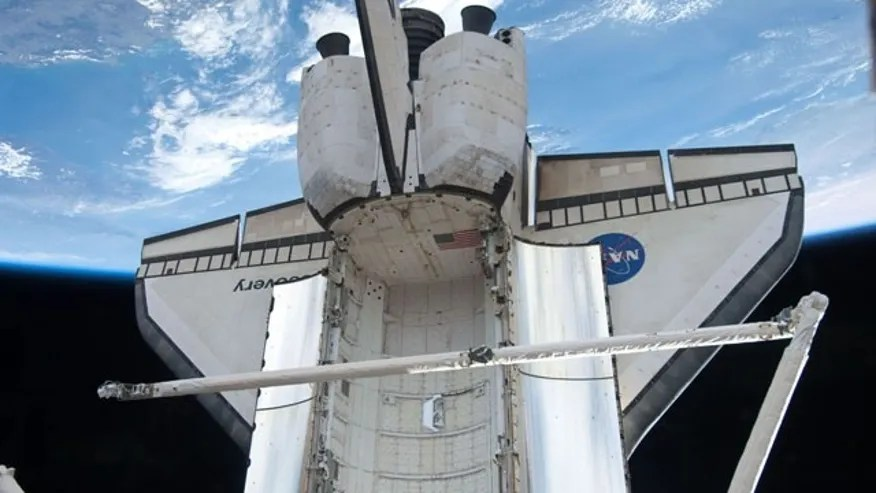 NASA Readies Endeavour Shuttle as Discovery Returns Home ...