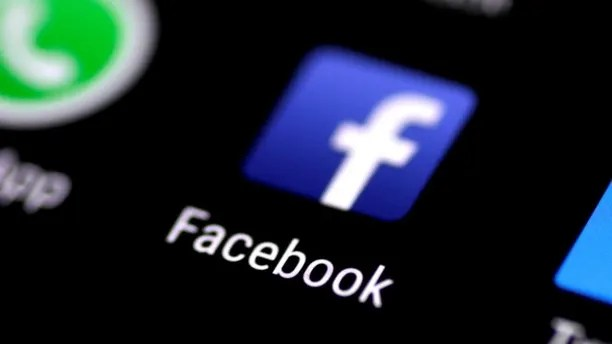 The Facebook application is seen on a phone screen August 3, 2017.   REUTERS/Thomas White - RC13B0FC4740