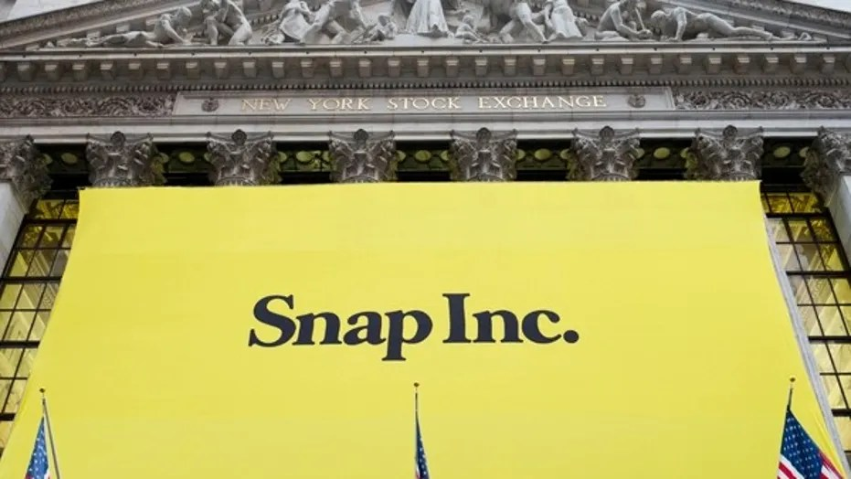 A banner for Snap Inc. hangs from the front of the New York Stock Exchange, Thursday, March 2, 2017, in New York. (AP Photo/Mark Lennihan)  (Copyright 2017 The Associated Press. All rights reserved.)