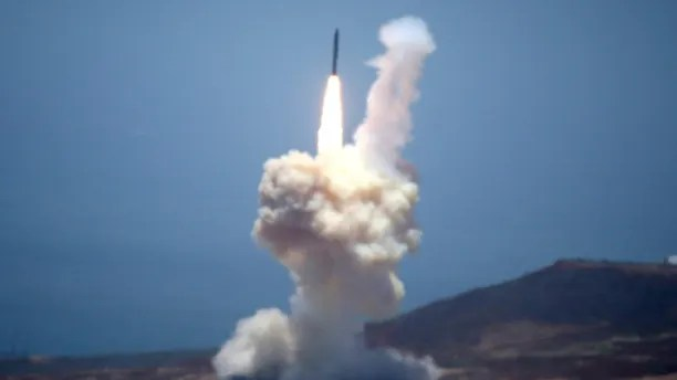 The Ground-based Midcourse Defense (GMD) element of the U.S. ballistic missile defense system launches during a flight test from Vandenberg Air Force Base, California, U.S., May 30, 2017. REUTERS/Lucy Nicholson - RTX38A8W