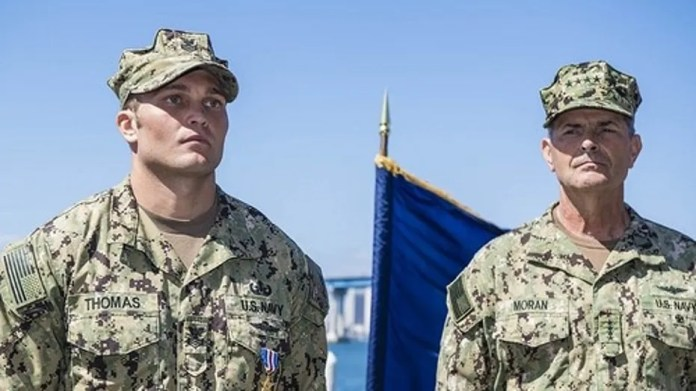 Explosive Ordnance Disposal Technician 1st Class Jeffrey Thomas was awarded the Silver Star Medal by Adm. Bill Moran for his bravery in the fight against ISIS.