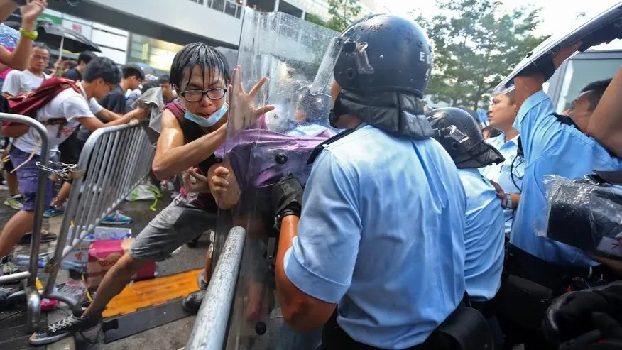 Hong Kong students scuffle with police over China refusal ...