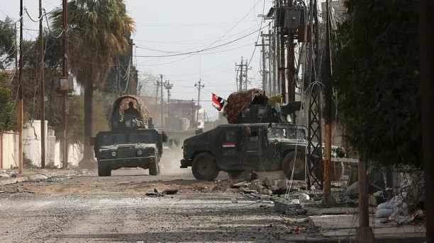 Iraqi security forces advance during fighting against Islamic State militants, in western Mosul, Iraq, Wednesday, March 1, 2017. Maj. Gen Thamir al-Hussaini, commander of the Federal Police Rapid Response Force, said Wednesday that troops are approaching Mosul's main government complex in the city's western half as they continue to battle the Islamic State group. (AP Photo/Khalid Mohammed)