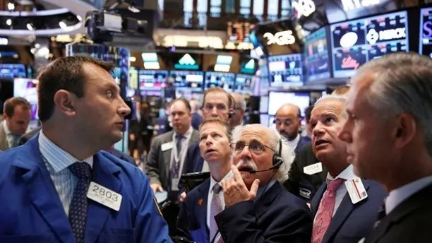 Traders work on the floor of the New York Stock Exchange (NYSE) shortly after the opening bell in New York, U.S., August 30, 2016.  REUTERS/Lucas Jackson/File Photo - RTX2ORXH