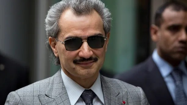 Prince Alwaleed bin Talal is seen leaving the High Court in London in this July 2, 2013 file photograph. A billionaire Saudi prince lost a London court battle on July 31, 2013 when a judge ordered that he should pay a $10-million commission linked to the sale of a luxurious private jet to former Libyan leader Muammar Gaddafi. The High Court ruling is an embarrassment for Prince Alwaleed bin Talal, a nephew of Saudi Arabia's King Abdullah, who gave evidence in person for two days at the trial earlier this month.  REUTERS/Neil Hall/Files   (BRITAIN - Tags: BUSINESS CRIME LAW SOCIETY ROYALS) - LM1E97V0YD101