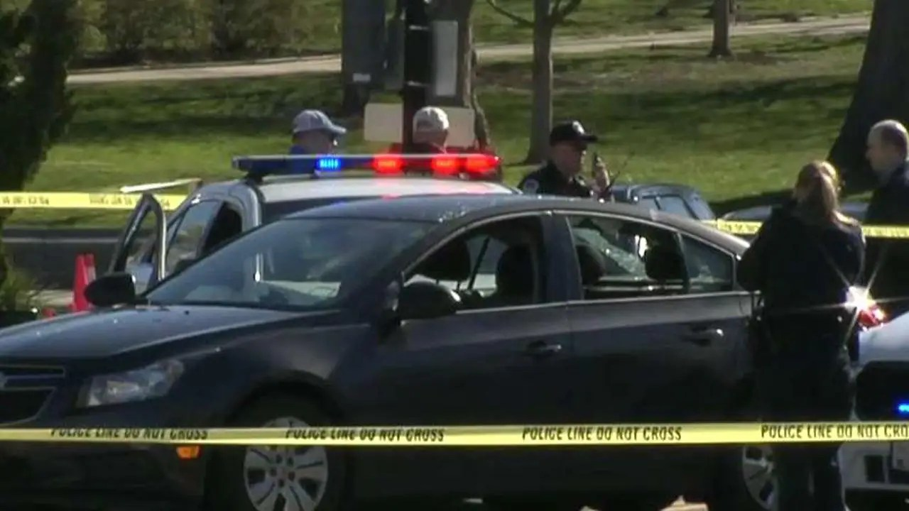 Driver rams into Capitol Police cruisers as car chase ends ...