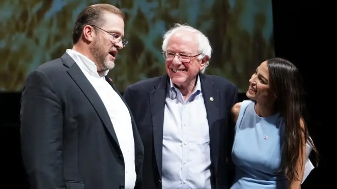 Alexandria Ocasio-Cortez and Bernie Sanders campaign across midwest amid growing debate over Democratic socialism; Garrett Tenney has more details.