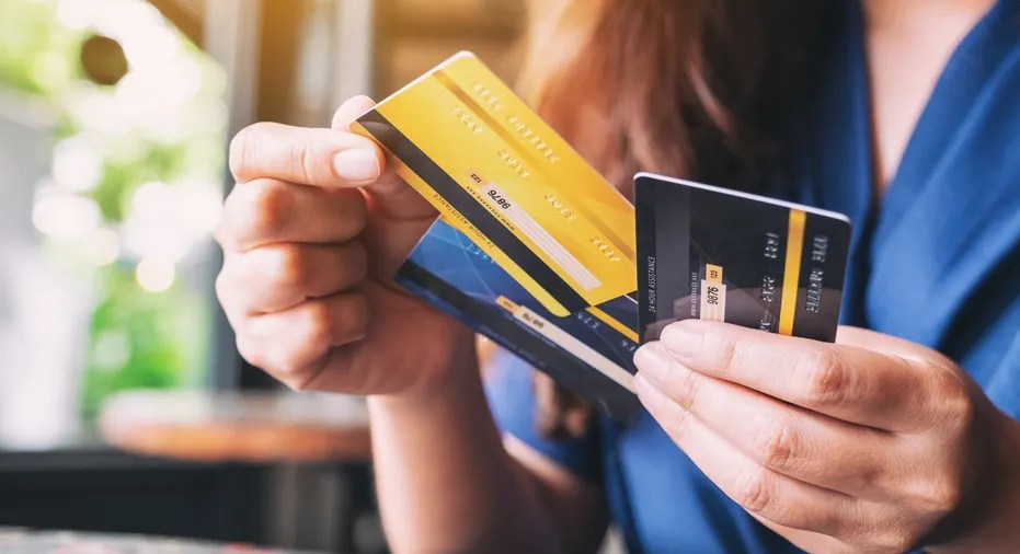 Earn 2% in disney rewards dollars on select card purchases and 1% on all other card purchases. What's The Difference Between A Credit Card And A Charge ...   Personal Finance Tips Guides - FAQ