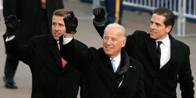 Then-U.S. Vice President Joe Biden walks with his sons Beau (L) and Hunter (R) down Pennsylvania Avenue during the inaugural parade in Washington January 20, 2009.