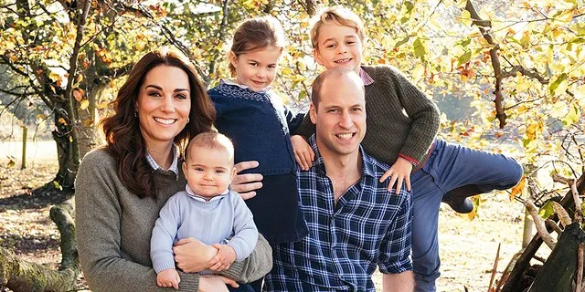 El príncipe Guillermo y Kate de Gran Bretaña, la duquesa de Cambridge con sus hijos, el príncipe George, a la derecha, la princesa Charlotte, el centro y el príncipe Louis.