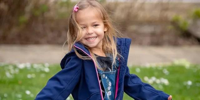 Victorias Mutter sagte, sie könne jetzt herumlaufen und Sport treiben.