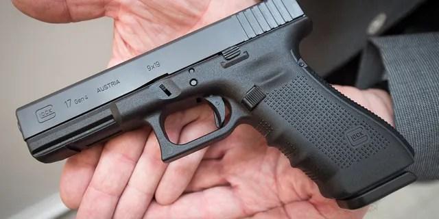 """""""Glock 17"""""""