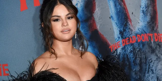 Actress Selena Gomez received a new piercing in her upper ear.