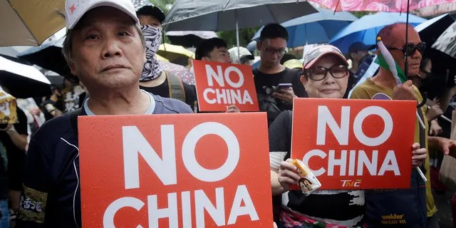 """Hong Kong students and Taiwanese supporters hold slogans during a march in Taipei, Taiwan, Sunday, Sept. 29, 2019. The demonstration was part of global """"anti-totalitarianism"""" rallies in over 60 cities worldwide, including in Australia and Taiwan, to denounce """"Chinese tyranny."""" (AP Photo/Chiang Ying-ying)"""