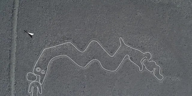 A newly-discovered two-headed Nazca Line snake that appears to be devouring two people. (Yamagata University)