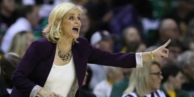 Baylor head coach Kim Mulkey calls for an offensive play in the second half of an NCAA college basketball game against West Virginia, Saturday, Jan.18, 2020, in Waco, Texas.  (AP Photo / Rod Aydelotte)