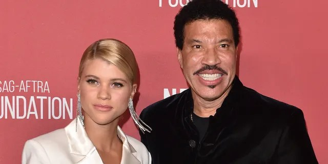 Lionel Richie and daughter Sofia Richie arrive at SAG-AFTRA Foundation Patron of the Artists Awards 2017 on November 9, 2017 in Beverly Hills, California.
