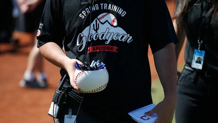 Signed off: MLB limits spring autographs amid virus outbreak
