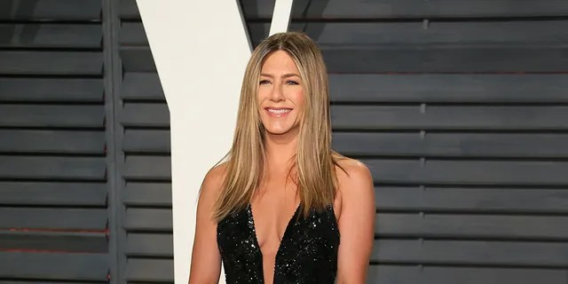 Jennifer Aniston attends the 2017 Vanity Fair Oscar Party hosted by Graydon Carter at Wallis Annenberg Center for the Performing Arts on February 26, 2017 in Beverly Hills, Calif.