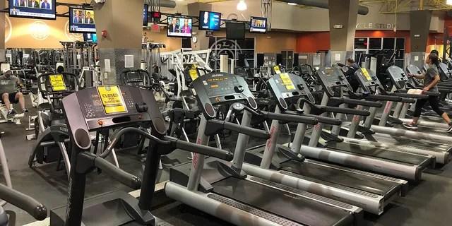 Тренажерный зал в Висконсине принес извинения за то, что предложил новую тренировку под названием «Я не могу дышать» - некоторые из последних слов Джорджа Флойда - с дисплеем, показывающим человека на колене.