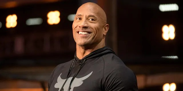 Dwayne 'The Rock' Johnson a félicité l'homme le plus sexy du monde en 2020.