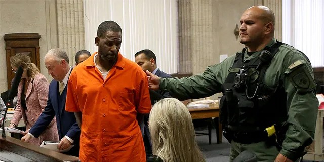 Singer R. Kelly turns to leave after appearing at a hearing at the Leighton Criminal Courthouse on September 17, 2019 in Chicago, Illinois. Kelly is facing multiple sexual assault charges and is being held without bail.