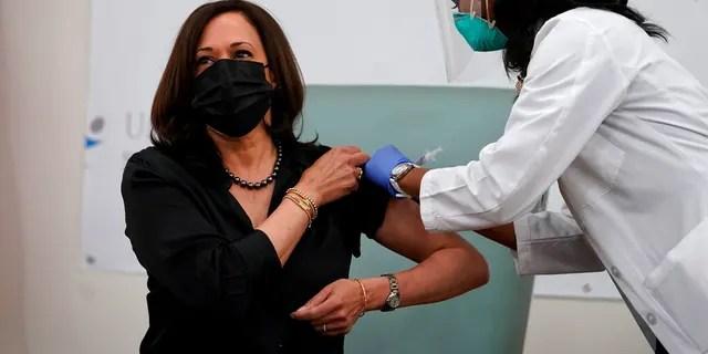Vice President-elect Kamala Harris receives the Moderna COVID-19 vaccine from nurse Patricia Cummings, Tuesday Dec. 29, 2020, at United Medical Center in southeast Washington. (AP Photo/Jacquelyn Martin)