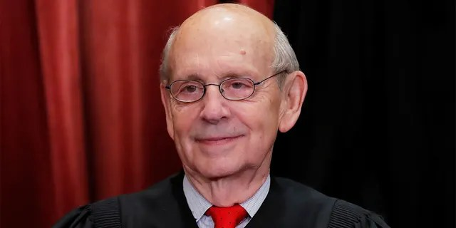 U.S. Supreme Court Associate Justice Stephen Breyer is seen during a group portrait session for the new full court at the Supreme Court in Washington, U.S., November 30, 2018. (REUTERS/Jim Young)